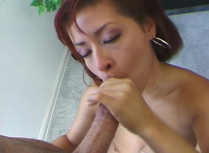 Hot girls tongue kissing